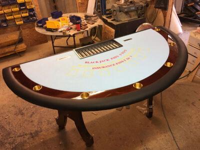 Deluxe-Blackjack-Table